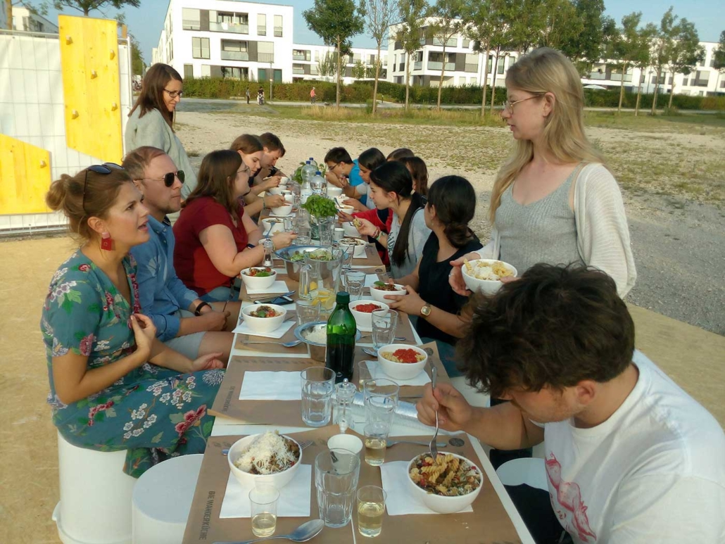 Essen am Bauzaun