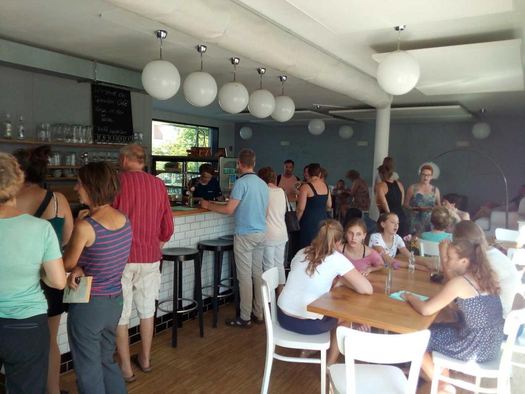 Café voll in Betrieb