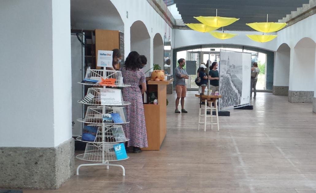 Ausstellung Schirme